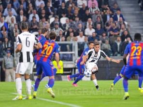 TORINO, ITALIA 11 aprile 2017 - JUVENTUS STADIUM Champion's League 2016/2017 Quarti di finale - JUVENTUS vs. BARCELLONA NELLA FOTO: il gol di Dybala