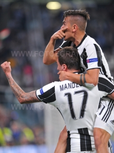 TORINO, ITALIA 11 aprile 2017 - JUVENTUS STADIUM Champion's League 2016/2017 Quarti di finale - JUVENTUS vs. BARCELLONA NELLA FOTO: l'esultanza di Dybala