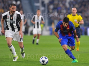 TORINO, ITALIA 11 aprile 2017 - JUVENTUS STADIUM Champion's League 2016/2017 Quarti di finale - JUVENTUS vs. BARCELLONA NELLA FOTO: CONTRASTO BONUCCI-SUAREZ