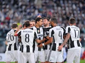 TORINO, ITALIA 23 APRILE 2017 - JUVENTUS STADIUM Campionato Serie A Tim 2016/2017 33a giornata - JUVENTUS vs. GENOA NELLA FOTO: l'esultanza della Juve