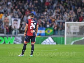 TORINO, ITALIA 23 APRILE 2017 - JUVENTUS STADIUM Campionato Serie A Tim 2016/2017 33a giornata - JUVENTUS vs. GENOA NELLA FOTO: la delusione di Munoz dopo l'autorete
