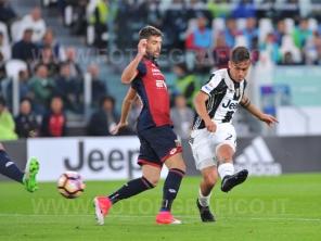 TORINO, ITALIA 23 APRILE 2017 - JUVENTUS STADIUM Campionato Serie A Tim 2016/2017 33a giornata - JUVENTUS vs. GENOA NELLA FOTO: Paulo Dybala segna il secondo gol