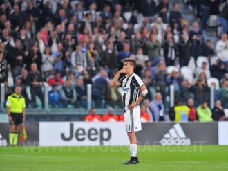 TORINO, ITALIA 23 APRILE 2017 - JUVENTUS STADIUM Campionato Serie A Tim 2016/2017 33a giornata - JUVENTUS vs. GENOA NELLA FOTO: l'esultanza di Dybala