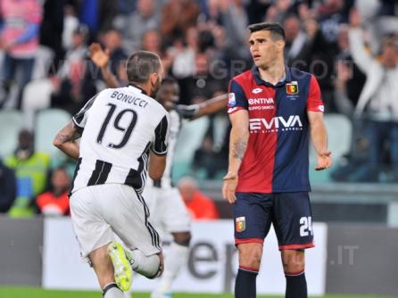 TORINO, ITALIA 23 APRILE 2017 - JUVENTUS STADIUM Campionato Serie A Tim 2016/2017 33a giornata - JUVENTUS vs. GENOA NELLA FOTO: la delusione di Munoz per il gol subito
