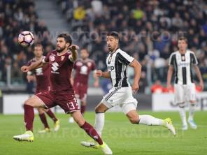 TORINO, ITALIA 6 MAGGIO 2017 - JUVENTUS STADIUM Campionato Serie A Tim 2016/2017 35a giornata - JUVENTUS vs. TORINO NELLA FOTO: Khedira e Rossettini