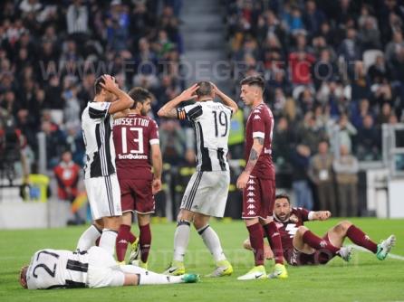 TORINO, ITALIA 6 MAGGIO 2017 - JUVENTUS STADIUM Campionato Serie A Tim 2016/2017 35a giornata - JUVENTUS vs. TORINO NELLA FOTO: il rammarico della Juve per un'azione fallita