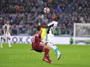 TORINO, ITALIA 6 MAGGIO 2017 - JUVENTUS STADIUM Campionato Serie A Tim 2016/2017 35a giornata - JUVENTUS vs. TORINO NELLA FOTO: controllo volante di Asamoah