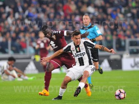 TORINO, ITALIA 6 MAGGIO 2017 - JUVENTUS STADIUM Campionato Serie A Tim 2016/2017 35a giornata - JUVENTUS vs. TORINO NELLA FOTO: contrasto Dybala-Aquah