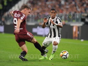 September 23, 2017 in Turin - Allianz Stadium Soccer match Juventus F.C. vs F.C. TORINO In picture: Douglas Costa vs. Andrea Belotti