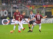 MILANO, ITALIA 28 ottobre 2017 - STADIO LUIGI MEAZZA SAN SIRO Campionato Serie A Tim 2017/2018 11a giornata - MILAN VS JUVENTUS NELLA FOTO: Paulo Dybala a centrocampo circondato