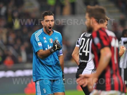 MILANO, ITALIA 28 ottobre 2017 - STADIO LUIGI MEAZZA SAN SIRO Campionato Serie A Tim 2017/2018 11a giornata - MILAN VS JUVENTUS NELLA FOTO: l'esultanza di Buffon